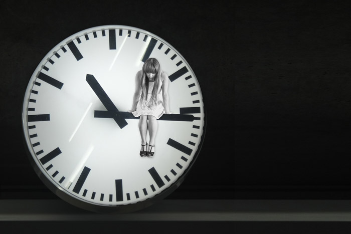女の子と時計
